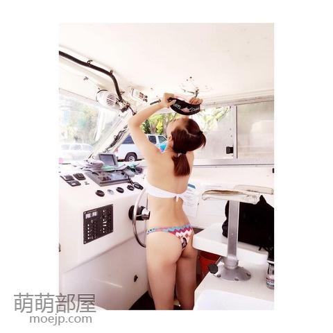 华原朋美(41岁)穿比基尼的样子www